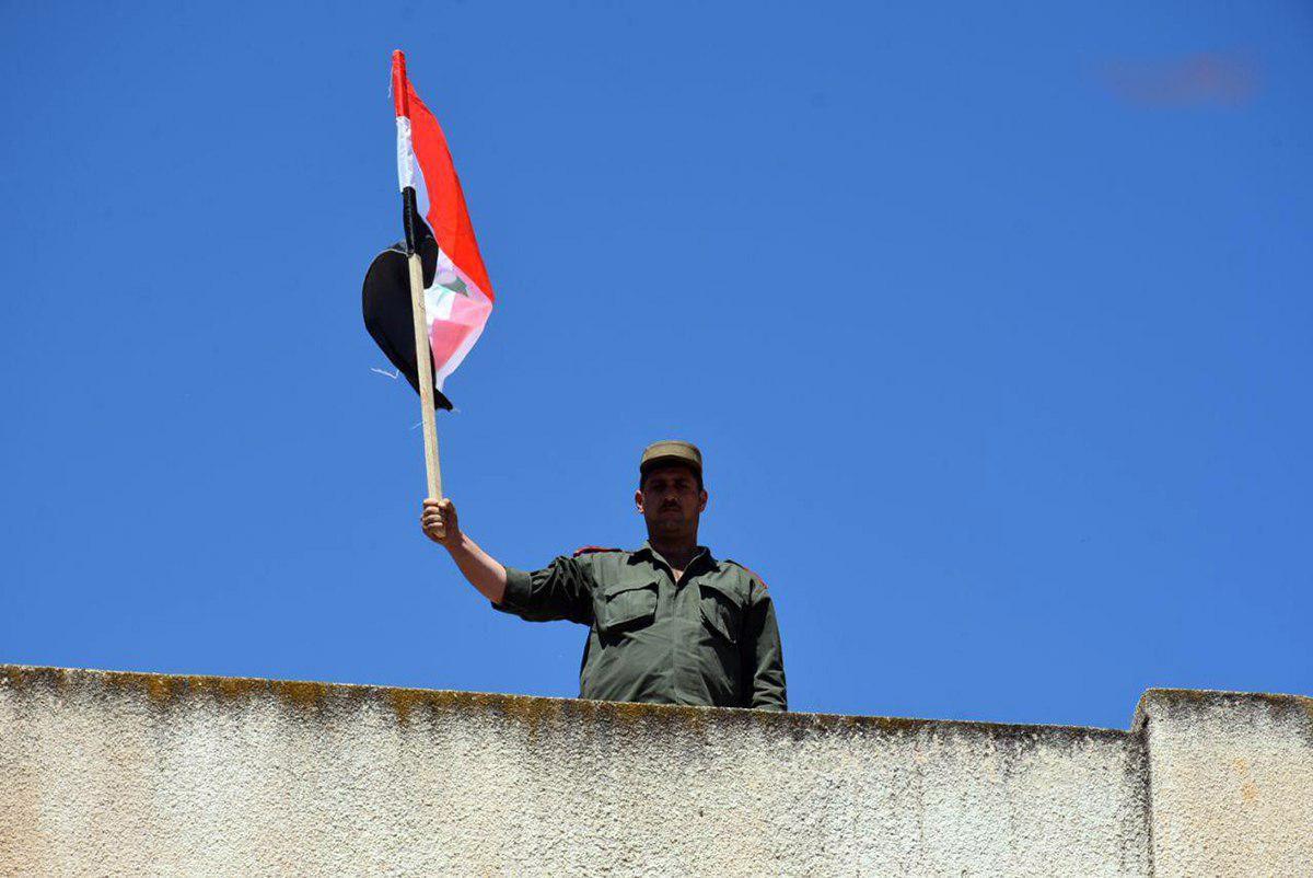 العلم السوري يرفع في عقرب وطلف بريف حماة بعد إخلائهما من الإرهابيين Outdoor Decor Outdoor Wind Sock