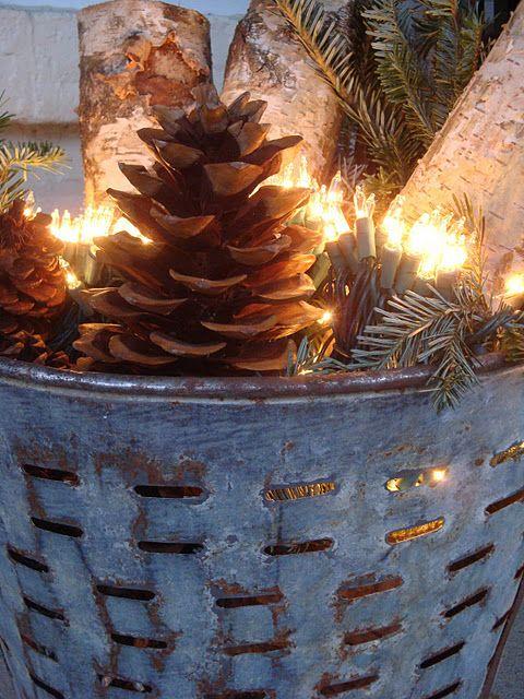 """Dit kan ook in een vuurkorf, houtblokken, dennenappels en """"vlammende"""" lampjes.  voor binnen en buiten."""