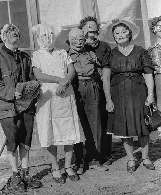 35 Creepy Cool Vintage Halloween Costumes With Images Creepy