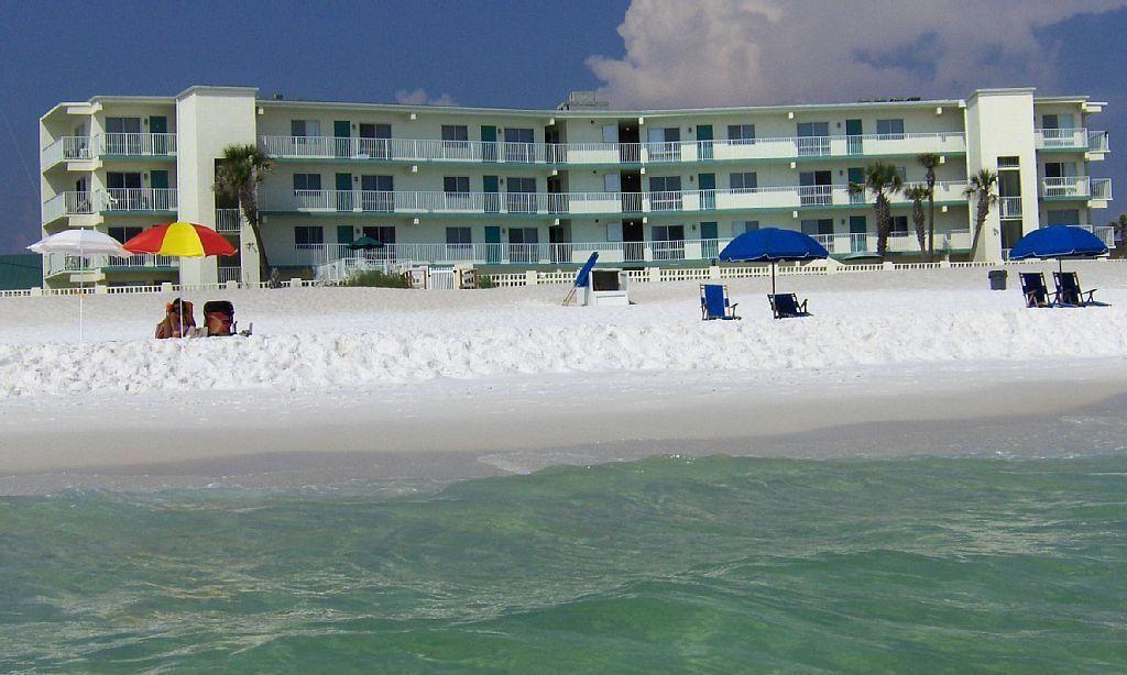 138797 beach front 2br sleeps 8 with last
