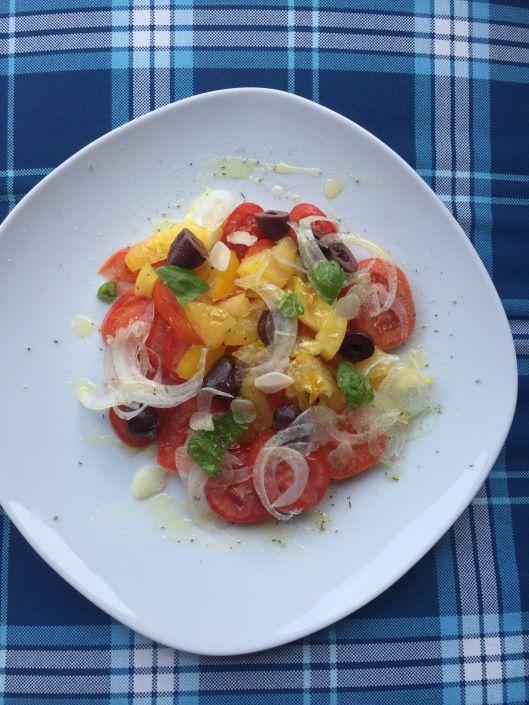 Vom Garten auf den Teller Paradeissalat mit Oliven Yum yum - leichte und schnelle küche