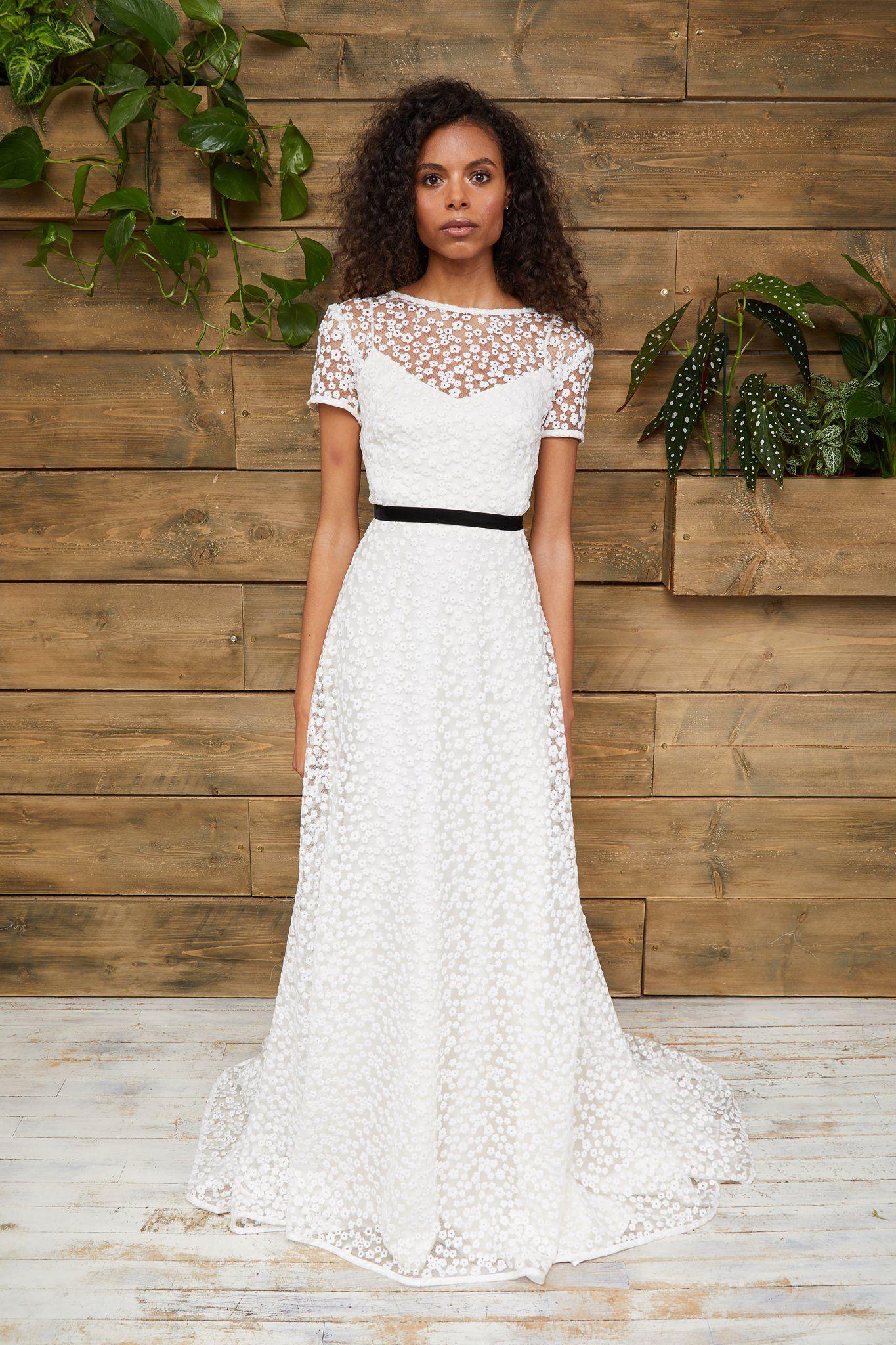 Dresses Short wedding dress, Simple gowns, Wedding dress