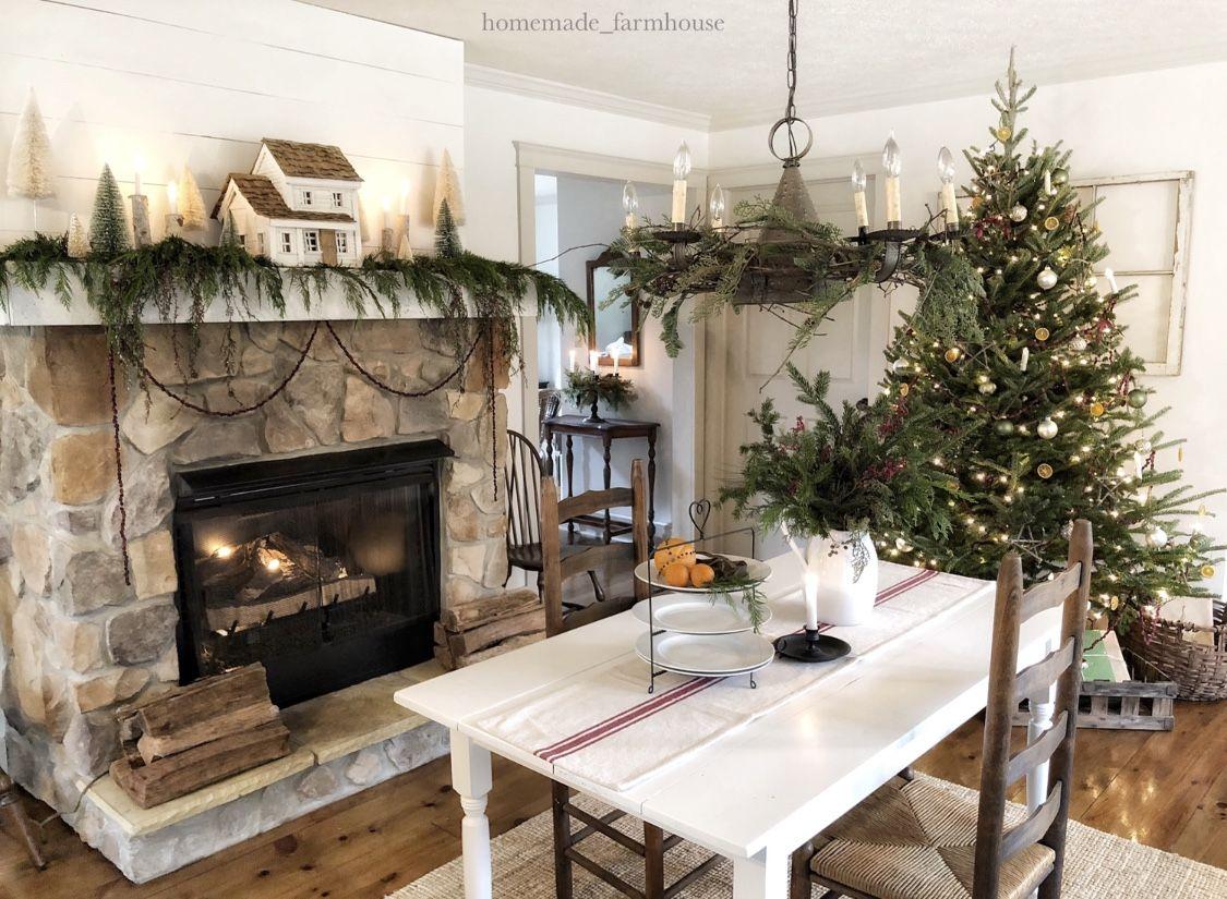 Farmhouse mantel at Christmas | Farmhouse style christmas ...