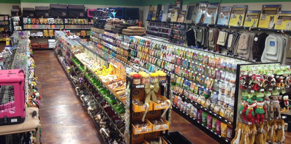 Handy Store Fixtures Gondola Shelving For Pet Stores Com Imagens