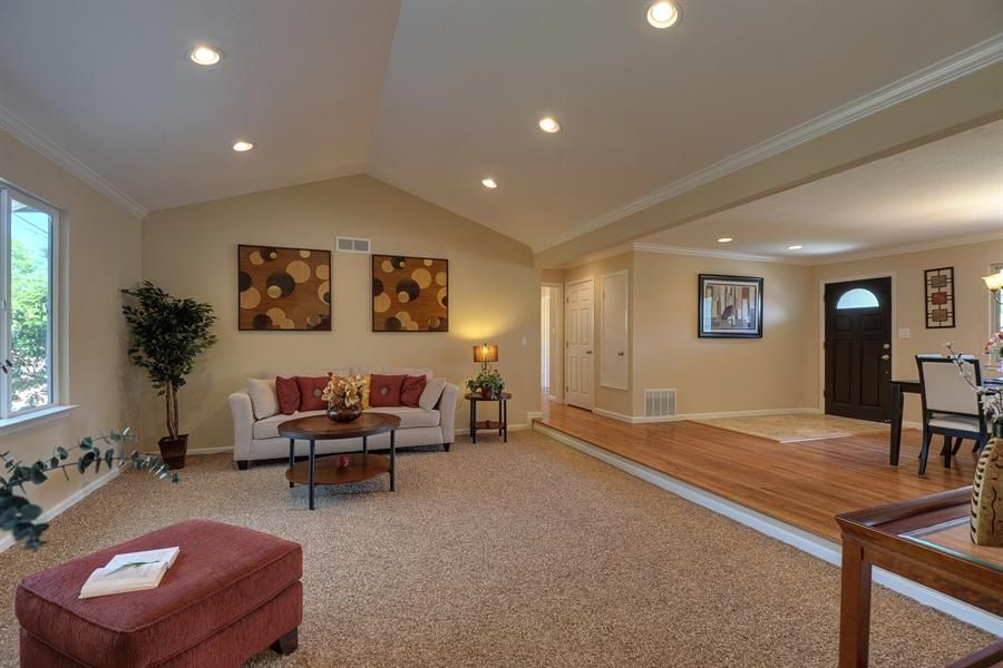 Recessed Lighting On Cathedral Ceiling Vaulted Ceiling Living