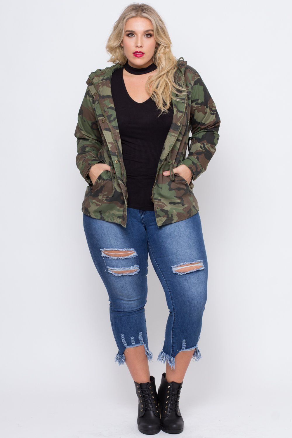 this plus size, woven utility cargo jacket features a snap-button