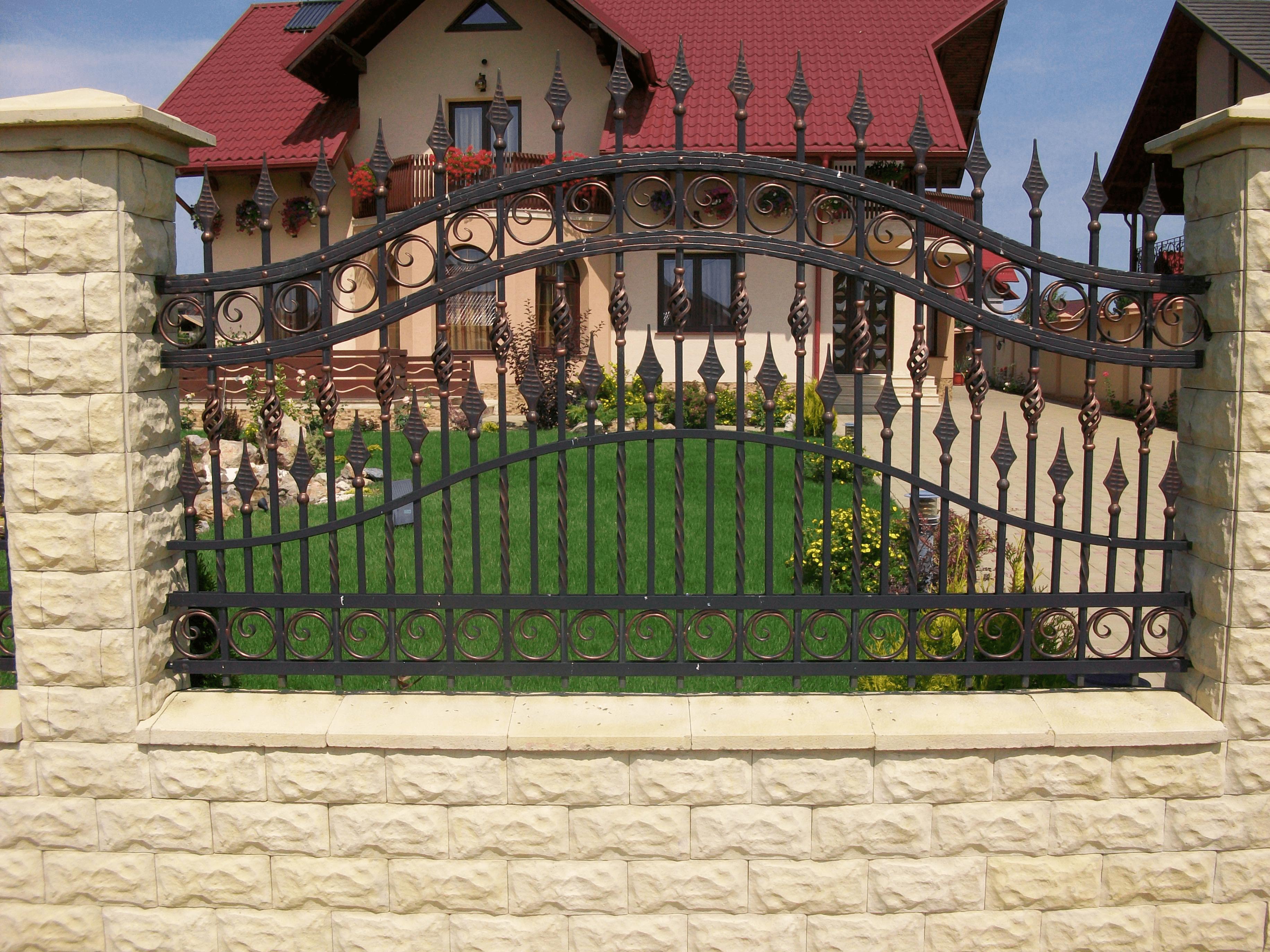 Pin By Sebastian Gabriel On Porti House Designs Exterior Iron Gate Design House Exterior