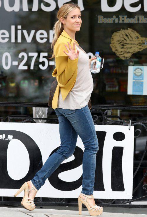 Camiseta + jeans e combinação do azul com amarelo