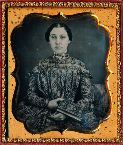 1-6-PLATE-DAGUERREOTYPE-PRETTY-LADY-HOLDING-A-RARE-POLITICAL-BOOK-FULL-CASE