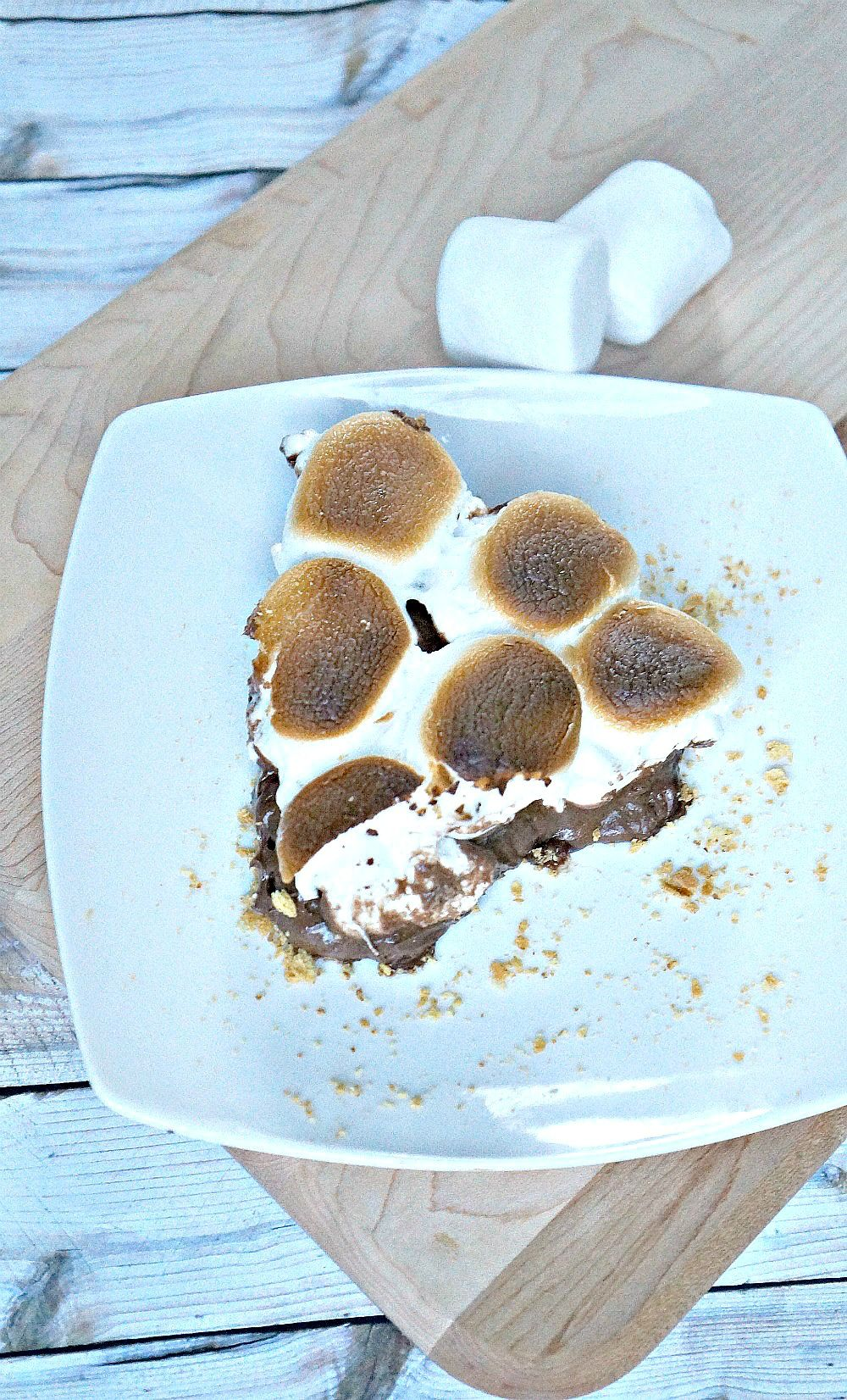 Easy No Bake Peanut Butter S'mores Pie
