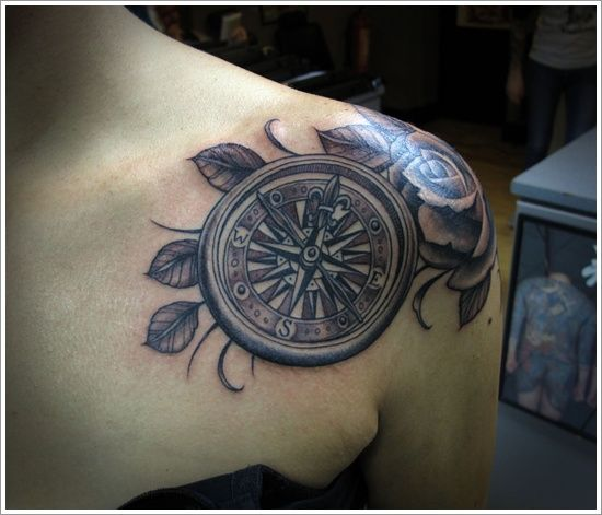 pintattoo egrafla on tatouage boussole et rose des vents