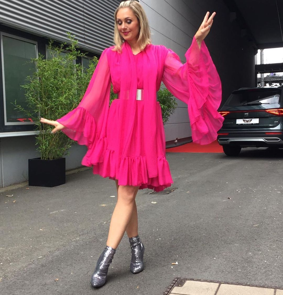 Ruth Moschner On Instagram Wenn Engel Und Monster Ein Kind Hatten Ich Bin So Gespannt Auf Das Grosse Finale Von Masked Singer Germany Wir Starten Heu