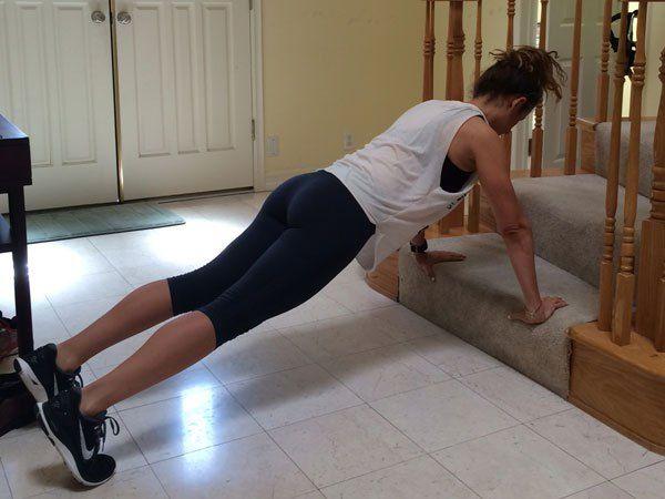 les 25 meilleures id es de la cat gorie exercice step sur pinterest s ance d 39 entra nement. Black Bedroom Furniture Sets. Home Design Ideas