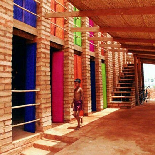 Escola Sra Pou em Oudong, Cambodia. Projeto dos arquitetos finlandeses Rudanko + Kankkunen. #architecture #arts #arquitetura #arte #decor #design #decoração #projetocompartilhar #shareproject