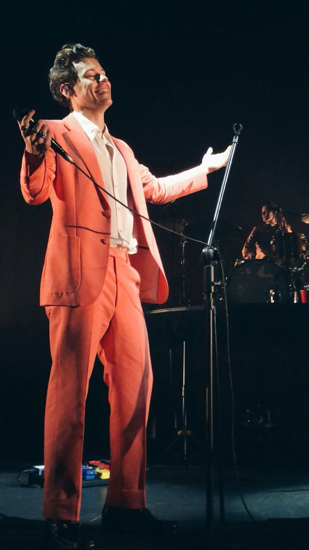 H in a salmon colored suit atrizes looks