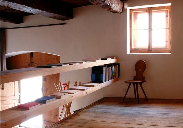 Calore minimalnella casa di montagna della gallerista for Riviste di arredamento casa