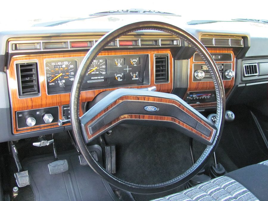 1983 Ford Bronco XLT (With images) Ford pickup trucks