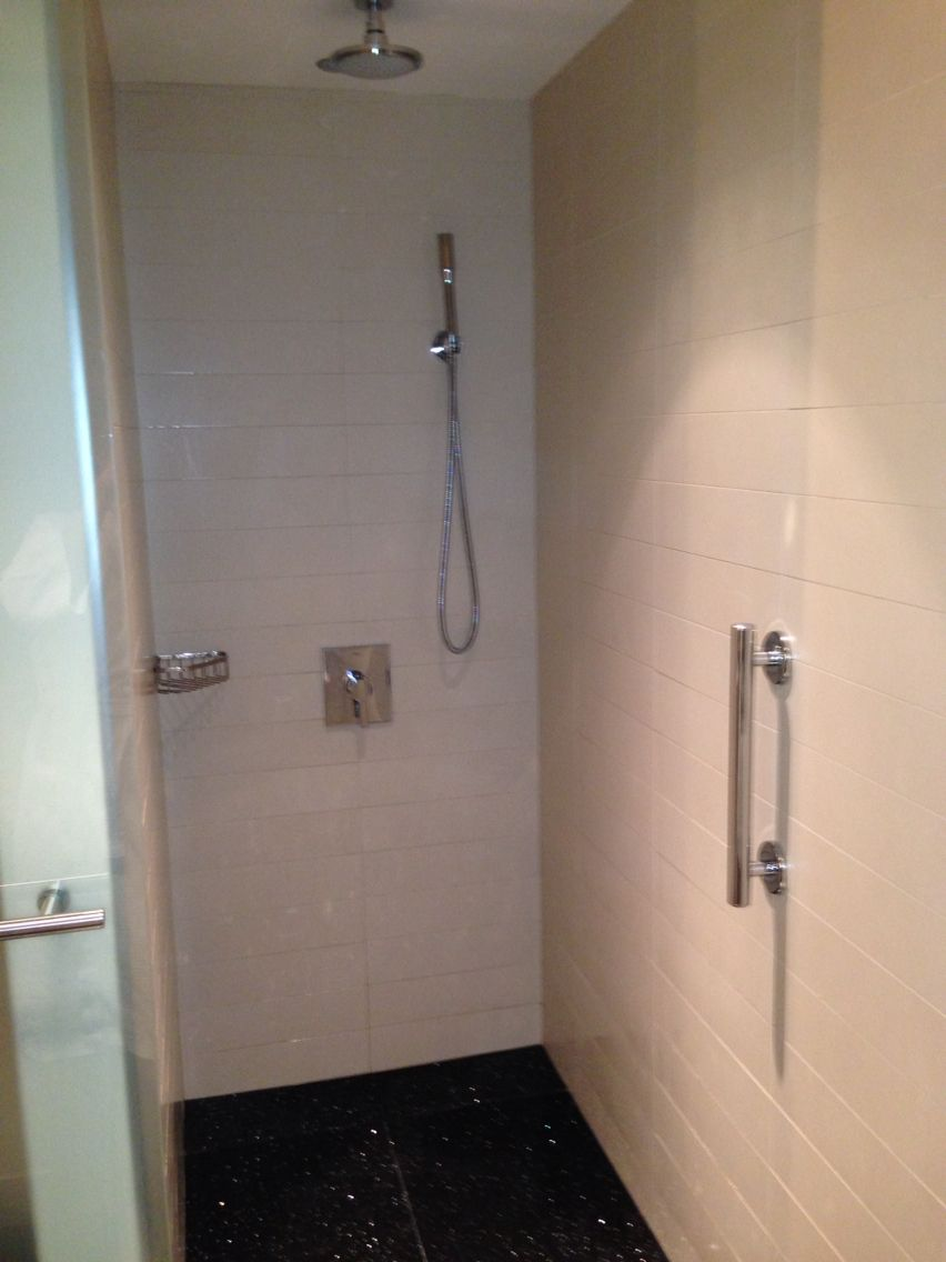 Slanted Shower Floor With Integrated Drain Across Front Of 12x3 Wall Tiles Laid On Square Radisson Blu Aqua Hotel Chicago