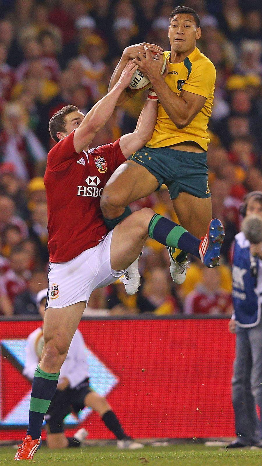 Australia's Israel Folau claims a high ball Rugby men