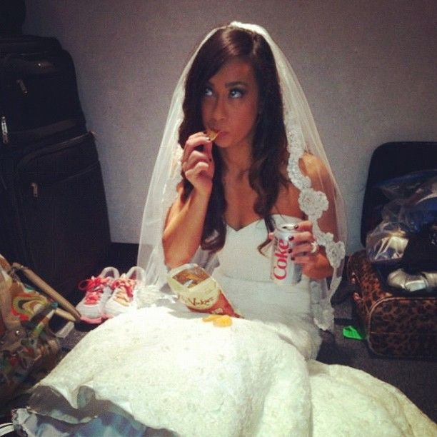 Aj Lee Runaway Bride Eating Chips On Her Dress Way To Stay Cly