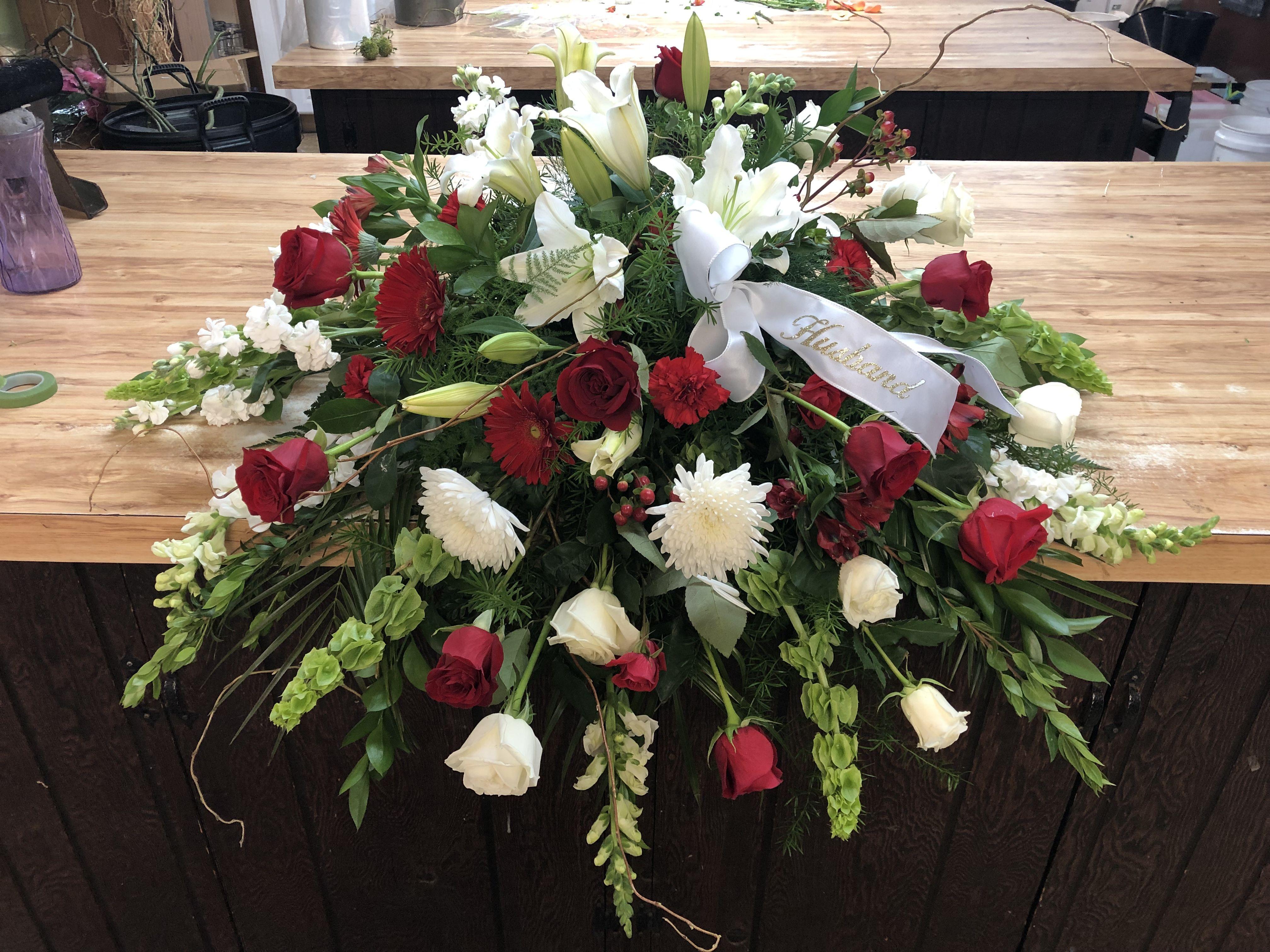 Pin By Twigs Vines Floral On Sympathy Flower Arrangements Funeral Flowers Small Flower Arrangements