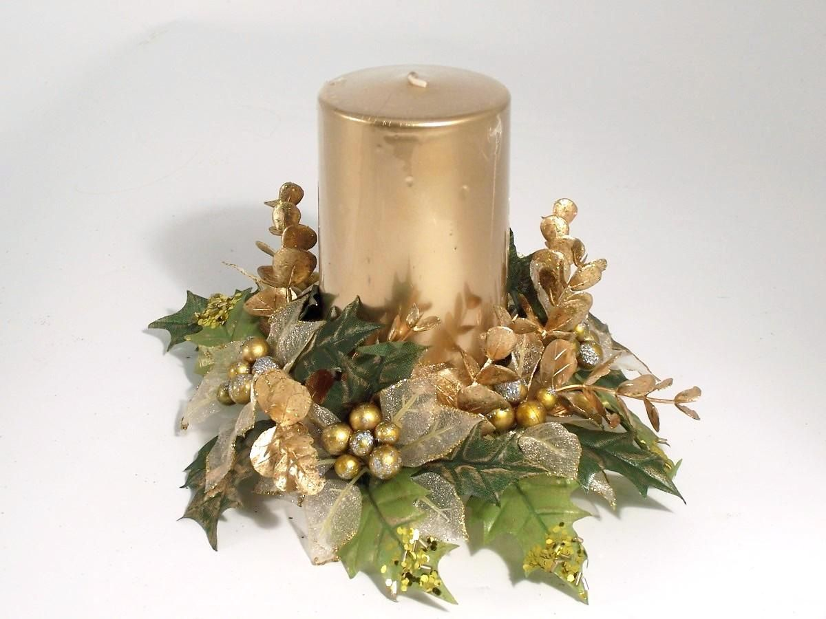 Christmas floating candle centerpieces christmas candle for Decorating ideas with candles