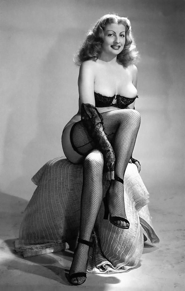 Retro style nude busty pin-up