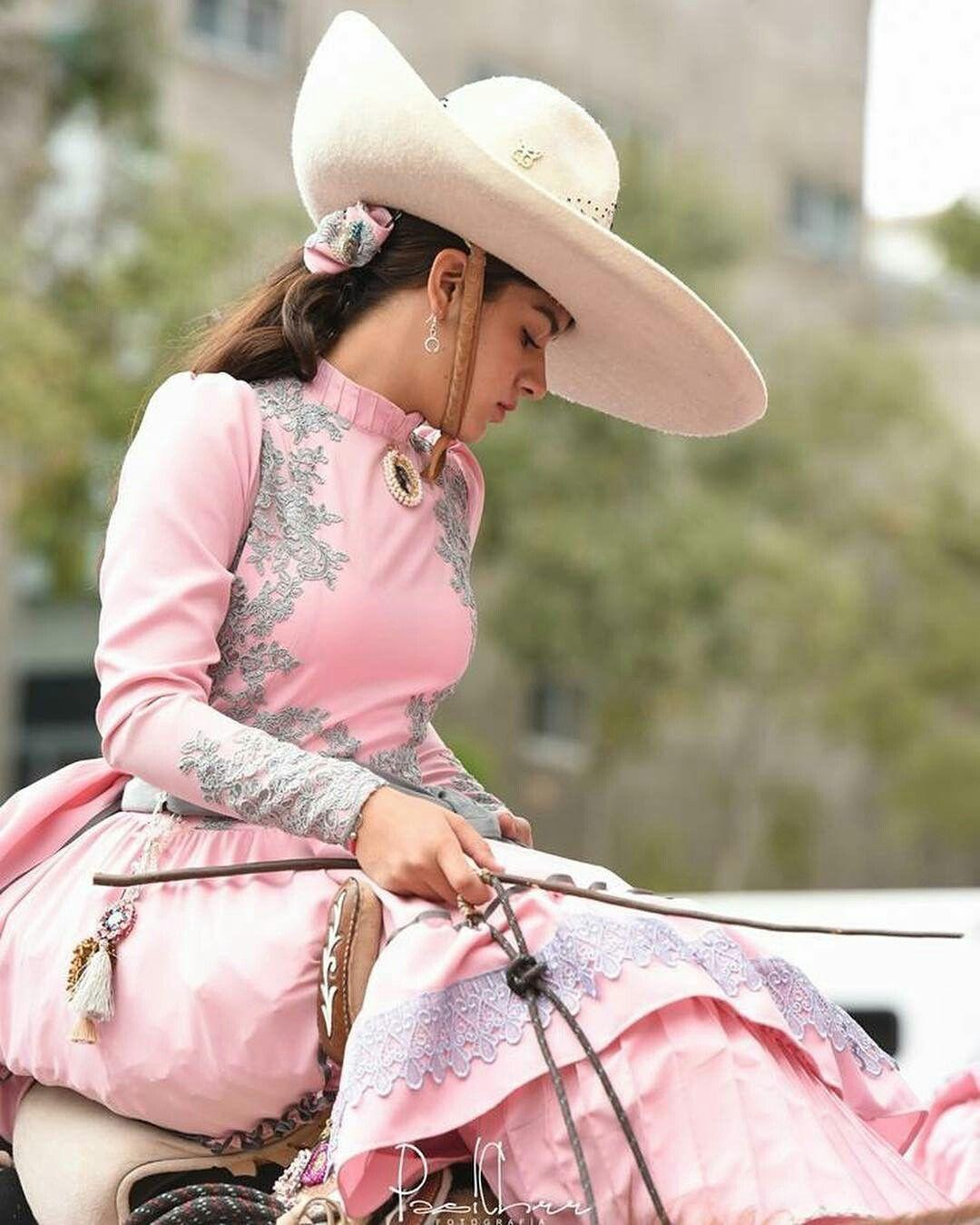 Pin En Escaramuza Dress