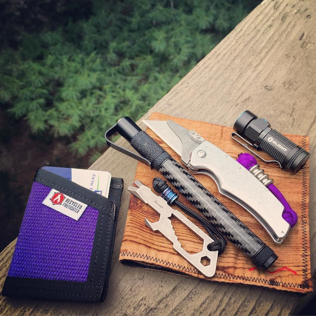 I usually rock purple on Fridays. Headed to a bonfire tonight let's see if the utilizer can make smore sticks.  #everydaygary #everydaycarry #WriteSlicePry #recycledfirefighter #atwoodtool #peteratwood #atwoodtools #prybaby #prybar #prytool #pockettool #SpectrumEnergetics #spiffylab #TheUtilizer #utilizer #mankerchief #livingthemankerchieflife #pocketporn #pocketdump #useyourshit #knifeporn #knifecommunity #edccommunity #Kalamazoo by everydaygary #smoressticks I usually rock purple on Fridays. H #smoressticks