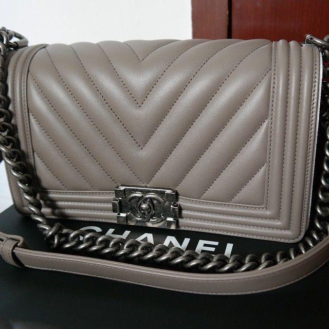 943441498c6c Pin by Quenn Yang on Fashion   Bags & Purses   Chanel boy bag medium ...