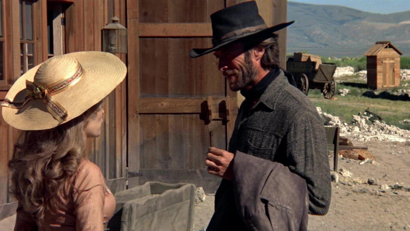 L Homme Des Hautes Plaines 1973 Stream Film Complet Vf Francais Un Etranger Tout De Noir Vetu Arrive Dans Une Petite Ville Frontaliere Du Sud Ouest Americain