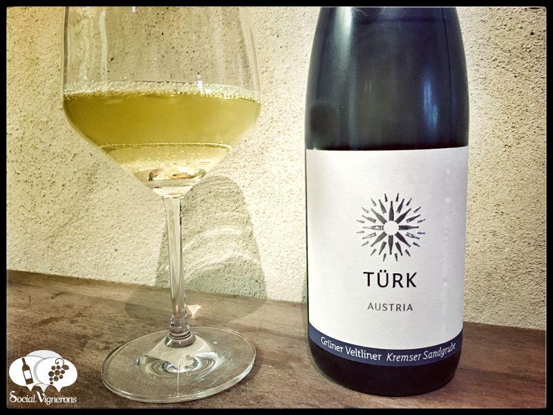 Score 88/100 Wine review, tasting notes, rating of Türk Grüner Veltliner Kremser Sandgrube. Description of aroma, palate, flavors. Join the experience.