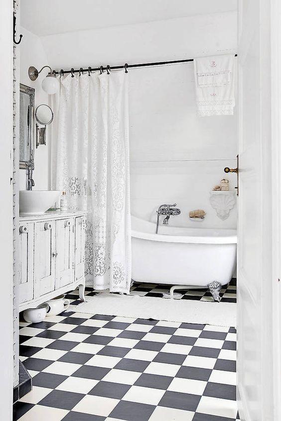 70 idées originales à piquer pour relooker votre salle de bains rideau baignoirepetite sallela