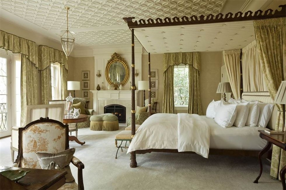 It was announced this week that Jackie O's childhood home, Merrywood in McLean, Virginia, is up for sale. For a cool $49.5 million (seriously, who has that much money???) And while that price makes this home insanely, insanely unattainable short of Jeff Bezos (P.S. Amazon is taking over the WORLD)- it's so fun to look …