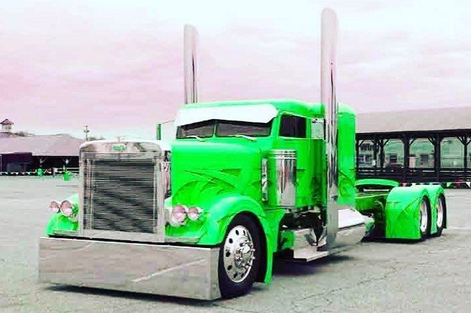 Peterbilt Custom 379 Chopped And Slammed With Images Trucks