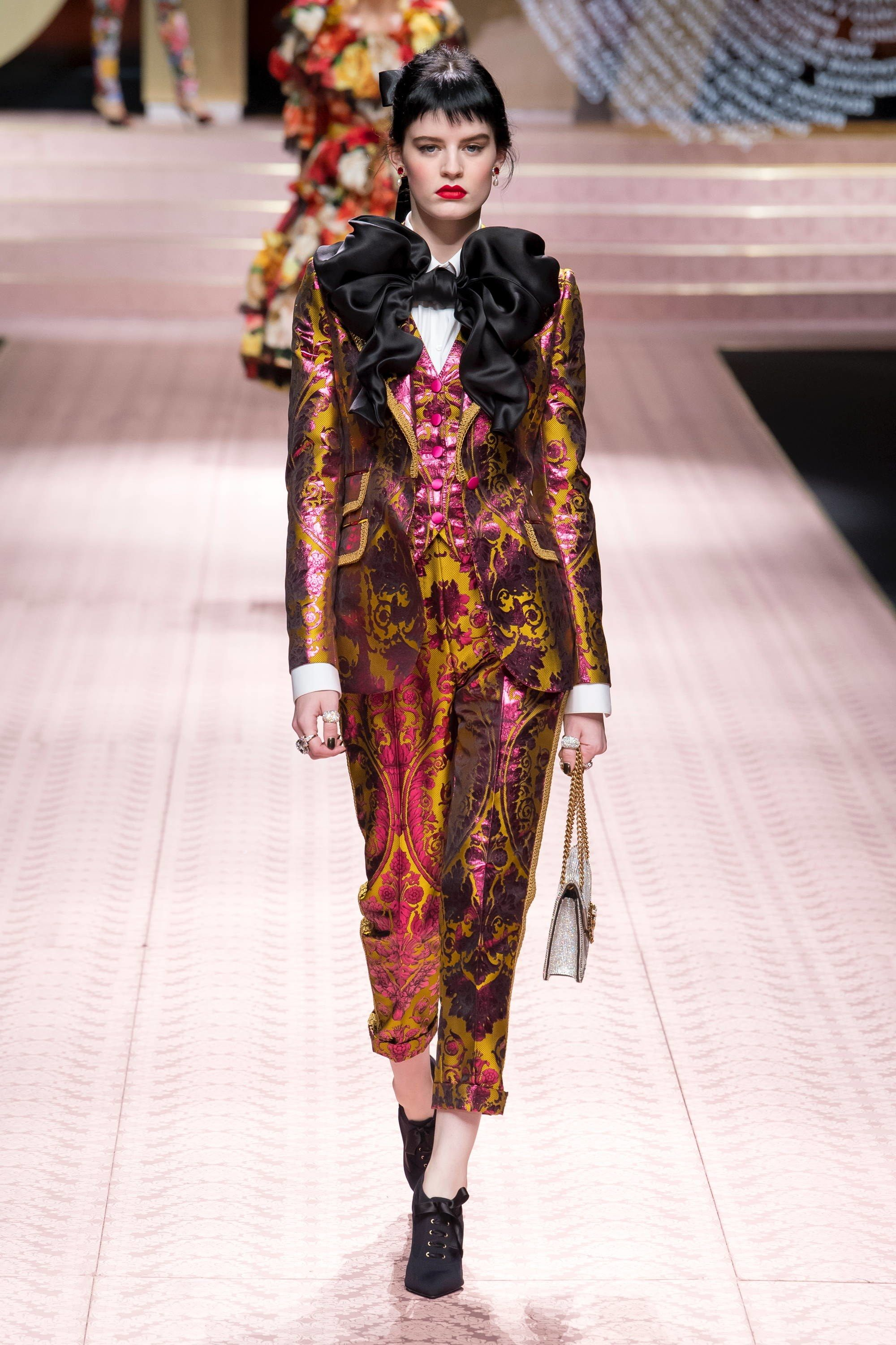 fa4968ef97b3 Dolce   Gabbana Spring 2019 Ready-to-Wear Collection - Vogue