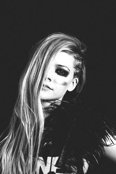 Black And White Avril Lavigne Iheart Radio Performance
