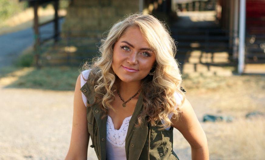 Senior Portrait, portrait, senior picture, picture, woman, girl, rural, beautiful, blonde,
