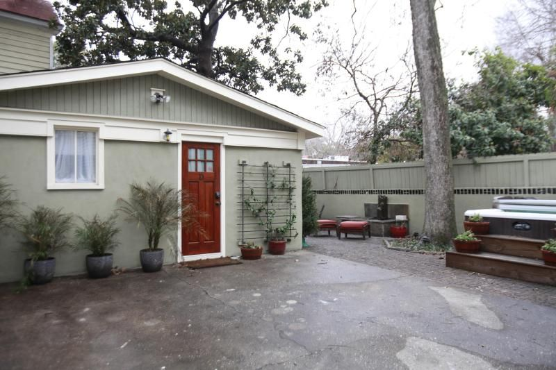 Downtown Studio Luxury Apartment in Charleston with courtyard / 1 ...