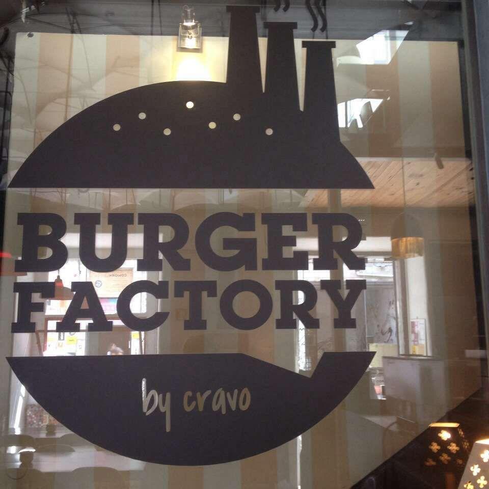 Avaliação: 3.7/5 — Localizado em Alcântara, Greater Lisbon — Conhecido por: Os hambúrgueres de sabores e nomes originais, num espaço com ambiente fabril, para desfrutar até altas horas da noite —