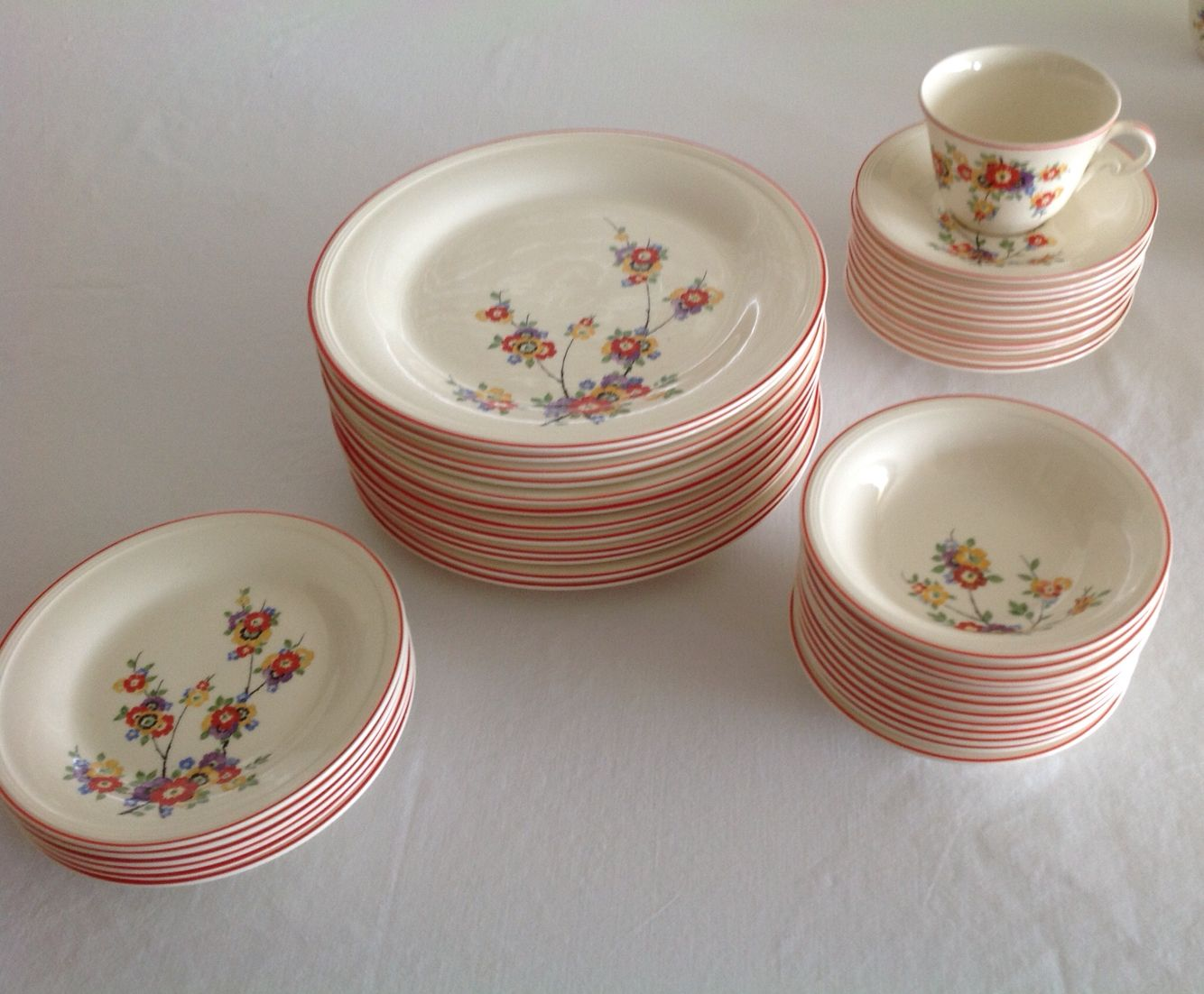 Love the pattern and the colors!! Edwin Knowles plates.