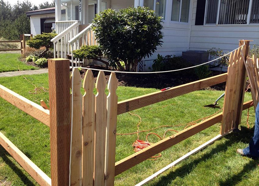 Picket Fence Designs Pictures Of Popular Types Fence Design Picket Fence Garden Landscape Design Small