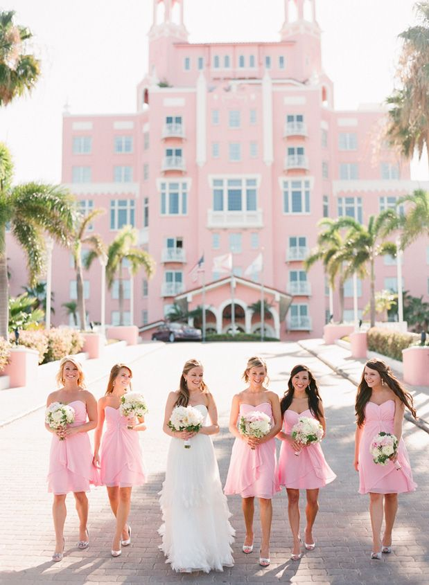 This may well be one of our favorite summer weddings yet! The Don CeSar Beach Hotel in Florida is kinda of like a pink version of Great Gatsby. Major heart