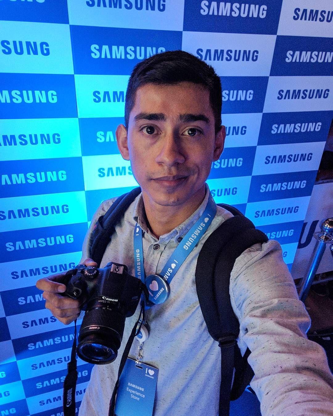 Cubriendo el lanzamiento de la nueva tienda de @samsungpe en #MegaPlaza fue una gran experiencia como sus instalaciones. #SamsungExperienceStore  #FB