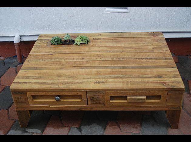 palette recycl e en table basse j 39 adore dommage que ce soit en france meubles pinterest. Black Bedroom Furniture Sets. Home Design Ideas