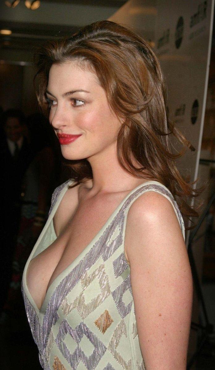 Anne Hathaway Vag Slip