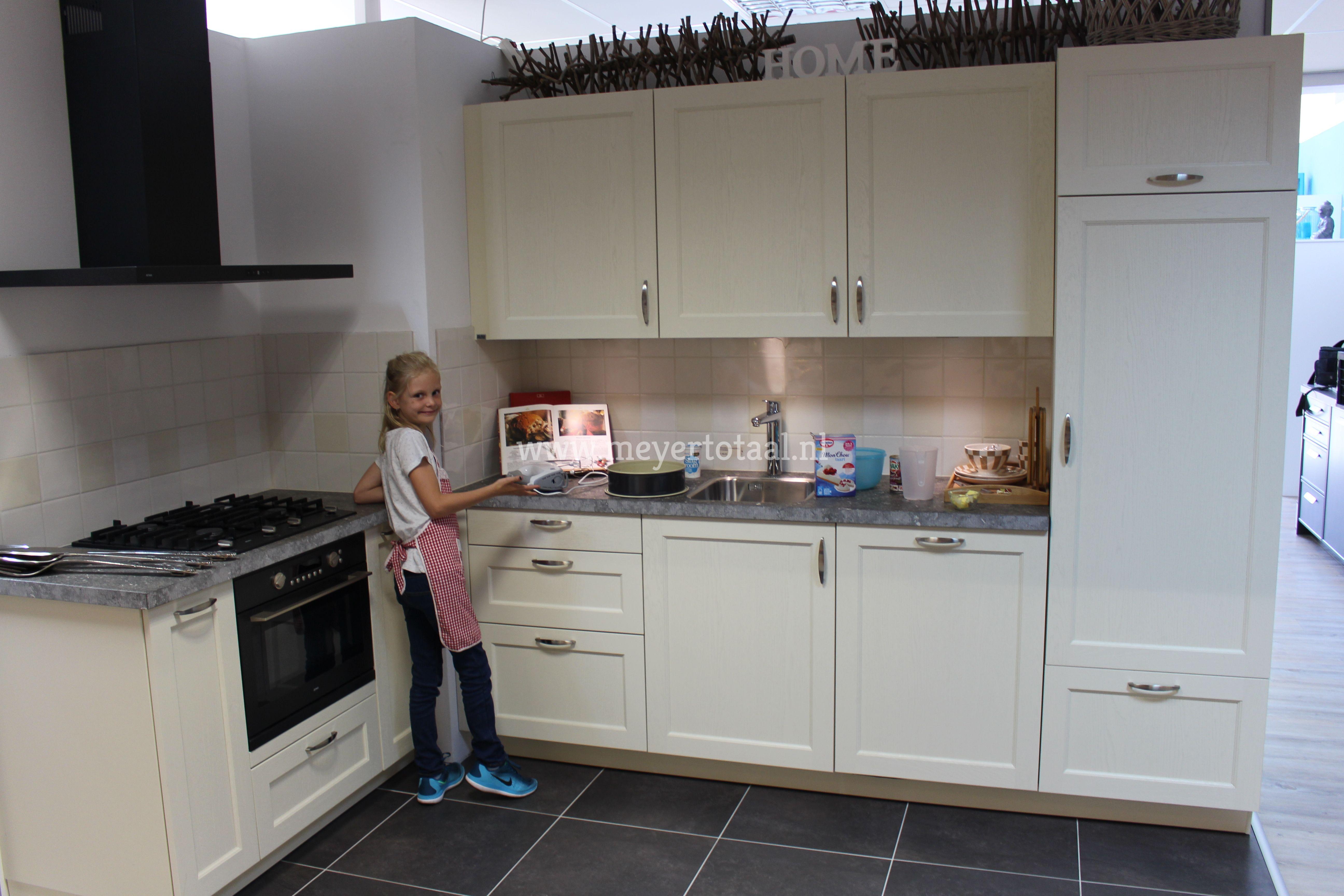 Keuken te koop  werkblad spaans hardsteen gefrijnd