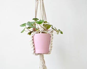 Hanging macrame shelf are so all around and very decorative. The yarn creates lovely, geometric and modern shaped home decor. Can hang from wall or ceiling Made with cotton rope and recycled pine Board, cut and sanded by hand!!! 100% handmade   Board measures: 20cm, 8 X 20cm, 8 height: 39, 100cm  ~~~~~~~~~~~~~~~~~~~ CUSTOM ORDERS: Want a smaller or larger size? Or a different style that represents you or a loved one? Just send me a convo. ~~~~~~~~~~~~~~~~~~~  Please contact me for any…
