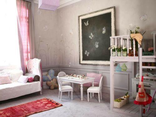 Ein Schlicht Ausgestattetes Mädchen Schlafzimmer Im Shabby Chic Stil  (Einrichtungsstil Aus Den Sieht Stilvoll, Elegant Und Dabei Zeitlos Aus.