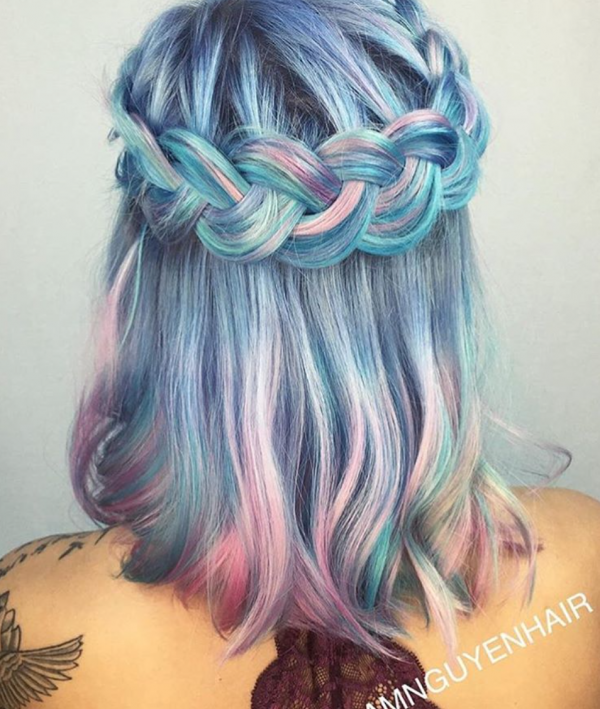 Why pick just one color when you can pick them all? We love that clients are taking a risk with this daring, multicolored look. We love the rainbow looks created by @samihairmagic, @shelleygregoryhair
